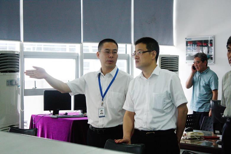 大同市副市长张韬参观公司的系统演示厅
